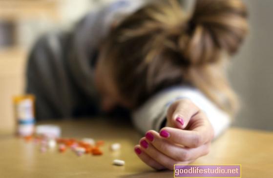 El riesgo de que los niños intenten suicidarse se duplica si los padres usan opioides