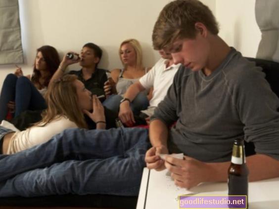Марихуана може повећати ризик од пијења алкохола