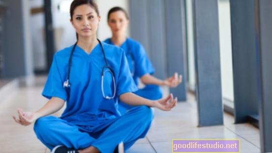 Meditace může snížit náklady na zdravotní péči