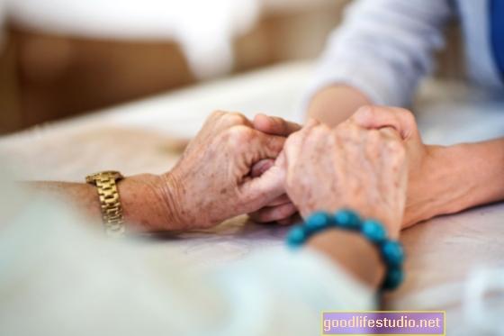 बूढ़े अमेरिकियों के लिए मानसिक स्वास्थ्य देखभाल सूंघने के लिए नहीं