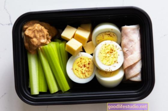 El refrigerio de maní al mediodía ayuda a reducir el IMC en niños en riesgo de obesidad