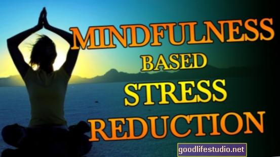 La reducción del estrés basada en la atención plena mejora la calidad de vida de las mujeres obesas
