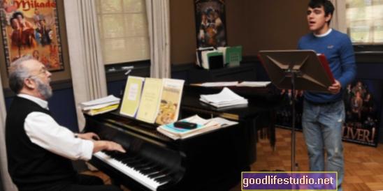 Muzikos pamokos gali suteikti ilgalaikių pažintinių privalumų