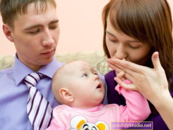 Potrebni supružnik može pokazati ljubomoru prema novoj bebi