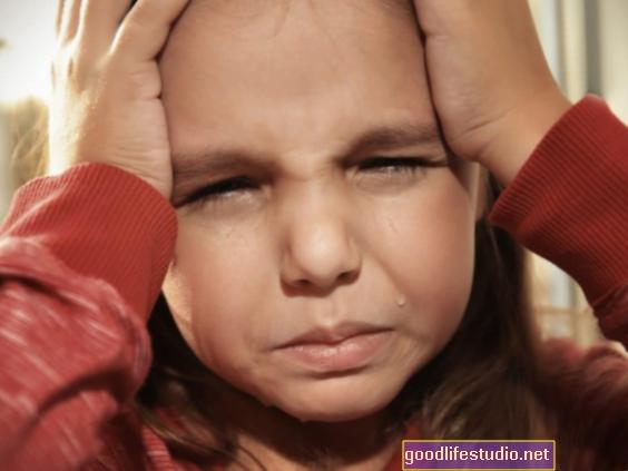 Nuevo modelo: Por qué el trauma infantil aumenta el riesgo de TEPT en algunas mujeres