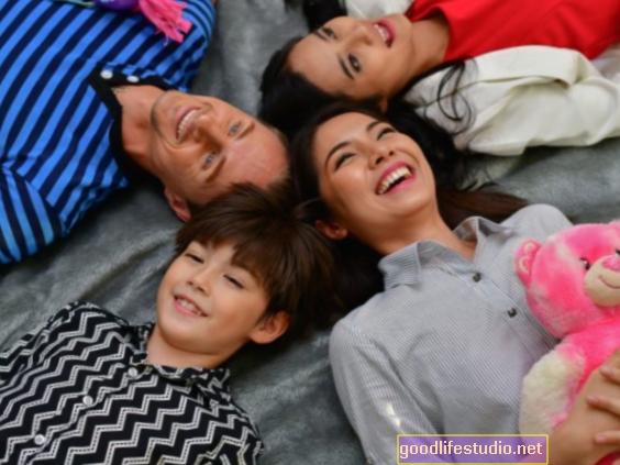 Memupuk Keibubapaan Tetapkan Remaja untuk Hubungan Sihat