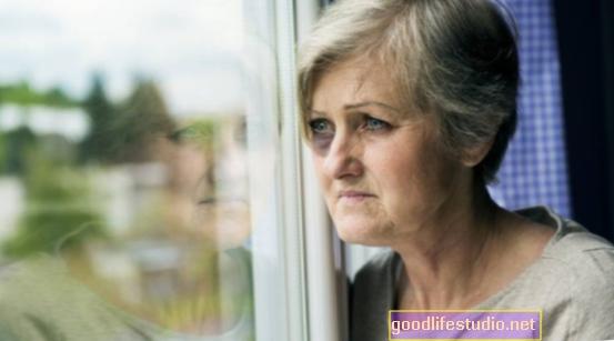 Víctimas de abuso mayores que viven solas con el abusador sufren más daño
