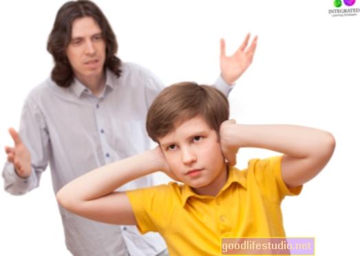 Ibu Bapa yang 'Berlebihan' Anak-anak Mungkin Memupuk Narsisme