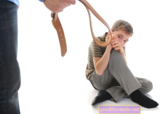 Fyzické formy dětské kázně častější než uznávané