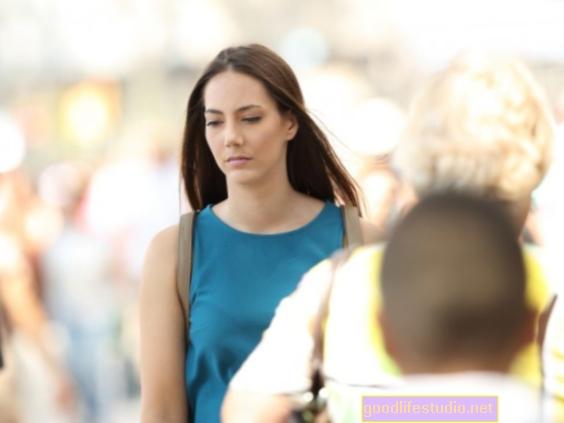 Sức khỏe sau ly hôn có thể bị ảnh hưởng do hút thuốc, ít hoạt động thể chất