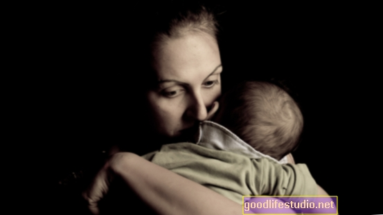 Depressione postpartum collegata al dolore della madre dopo il parto