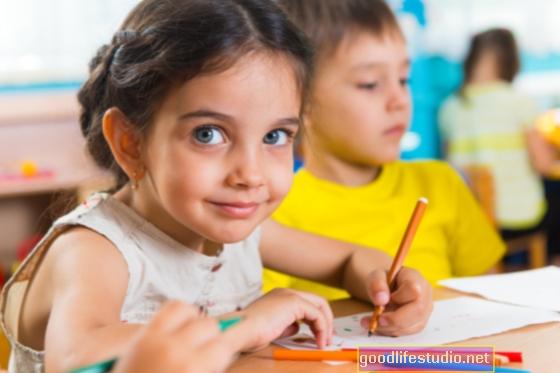 Los niños en edad preescolar aprenden poco de la televisión educativa a menos que los padres también vean