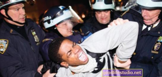 La prigione, la discriminazione della polizia può contribuire all'HIV, alla depressione tra i gay neri