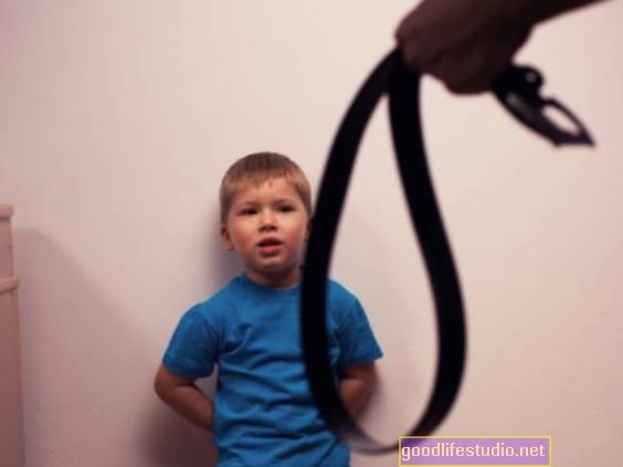 Prisiminus piktnaudžiavimą vaikystėje, psichinė sveikata gali būti svarbesnė nei įrašų