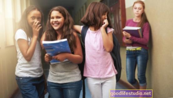 Reducir el acoso al enseñar a los transeúntes a intervenir