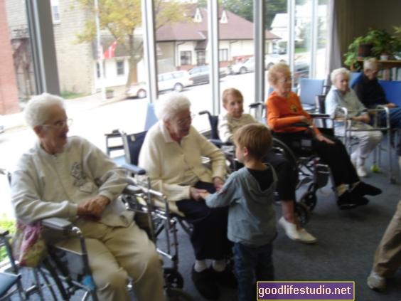 Los residentes de hogares de ancianos con fines de lucro pueden enfrentar un mayor riesgo de negligencia