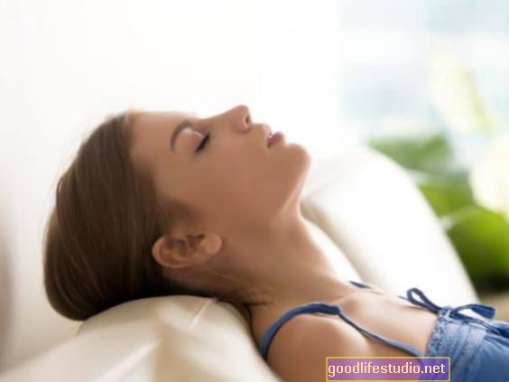 आघात के बाद आराम करें पीटीएसडी के लक्षणों को कम करने में मदद करें