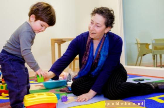 La detección de autismo en todos los niños pequeños sigue siendo controvertida
