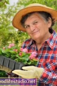 Senioři, kteří kopou zahradnictví, hlásí lepší kvalitu života