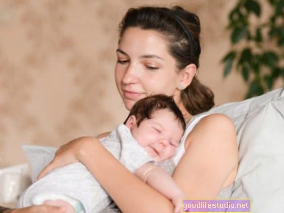 ¿Deberían separarse los recién nacidos de las madres con COVID-19?