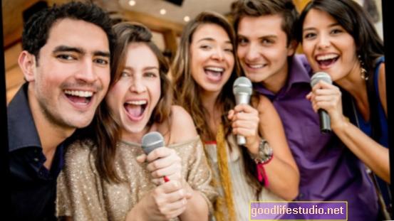 الغناء في مجموعات يُنظر إليها على أنها دعم للصحة العقلية