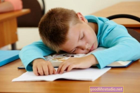 Miega problēmas bērnībā var izraisīt akadēmiskas, psiholoģiskas problēmas