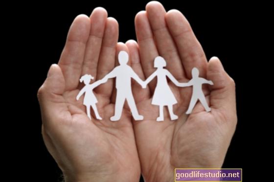 Forti legami con altre famiglie possono aiutare i giovani che vivono in famiglie con la violenza dei genitori