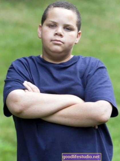 研究は、小児肥満の治療に対する心理社会的障壁を示しています