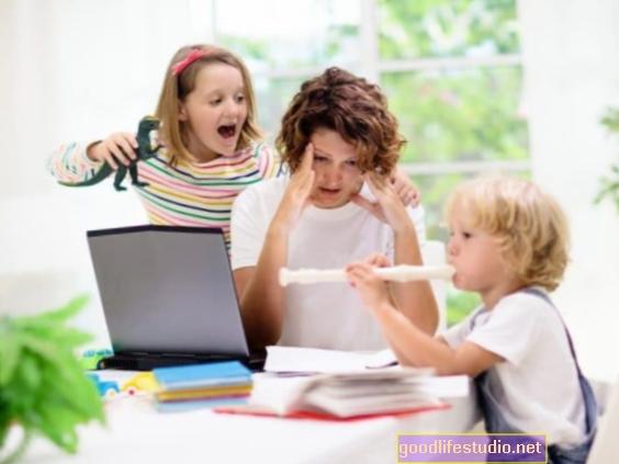 Проучване: Високият стрес от коронавирус е ново нормално за родителите