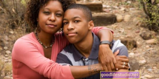 Los adolescentes de familias monoparentales pueden tener menos escolaridad