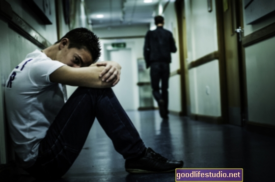 Los adolescentes victimizados pueden estar deprimidos y armados