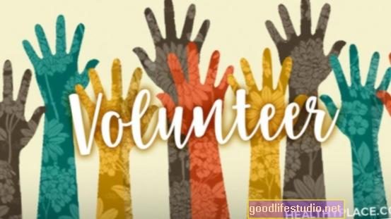 El voluntariado puede mejorar la salud mental y prolongar la vida