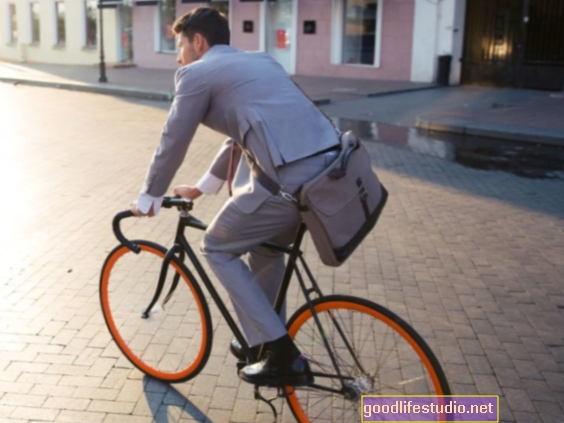चलना, काम करने के लिए बाइकिंग अपने दोस्तों और परिवार को समान करने के लिए प्रोत्साहित करता है