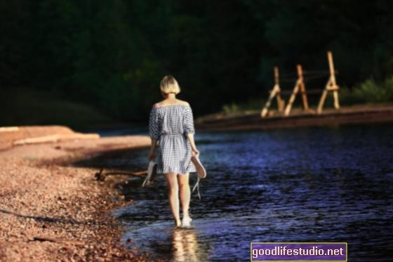 Chůze u vody může zvýšit náladu, pohodu
