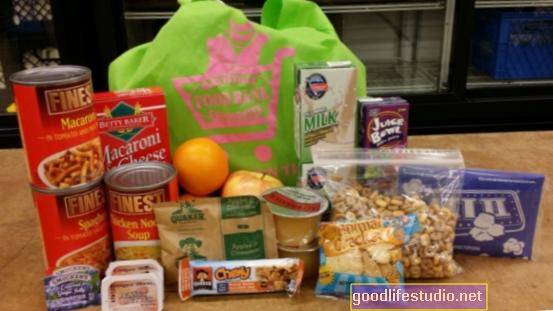 Програмата за храна през уикенда увеличава посещаемостта на училище за деца с риск от глад