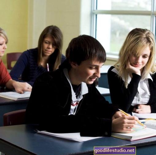 Kāpēc meitenēm skolā klājas labāk