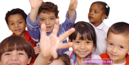 क्यों हेड स्टार्ट क्लासेस पुराने बच्चों की शैक्षणिक वृद्धि को प्रभावित कर सकते हैं
