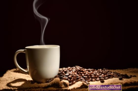 Kodėl tas karštas puodelis kavos gali paskatinti jus šiltai jaustis link kažko
