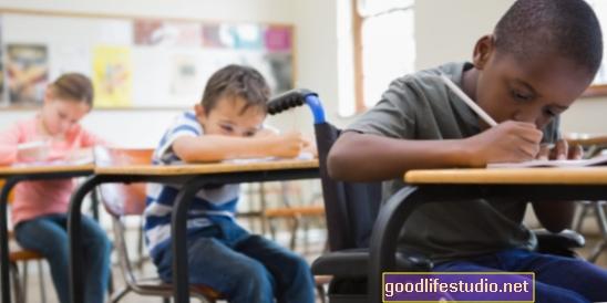 مع التعليم المبكر ، يميل الأطفال ذوو الدخل المنخفض إلى تقدير العدالة بدرجة عالية مثل البالغين
