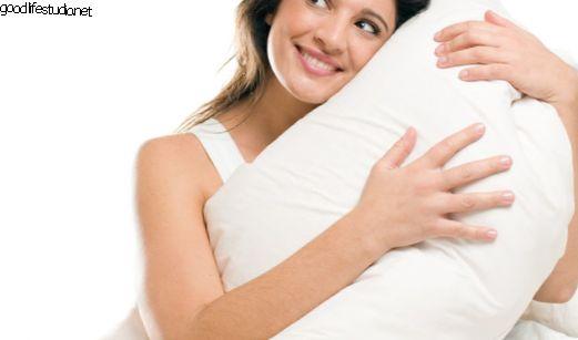 背中と首の痛みを追い払うためにあなたの夢の枕を見つける