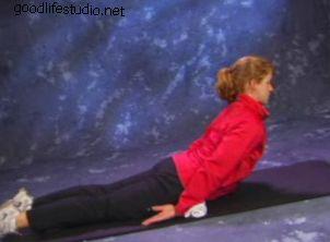 Видео упражнения для боли в спине: расширение верхней части спины