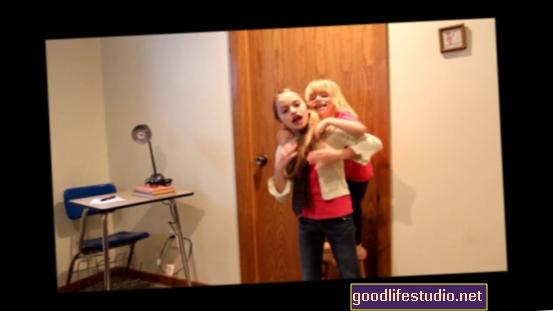 4 तरीके एक बच्चे के साथ आत्मकेंद्रित परिवार के जीवन को प्रभावित करता है