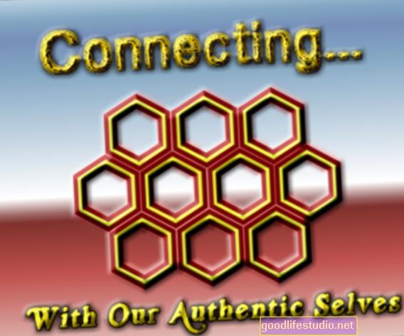 Jak spojení s naším autentickým já vytváří základ pro intimitu