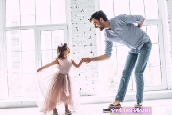 関係する父親がカップルの関係を強化する