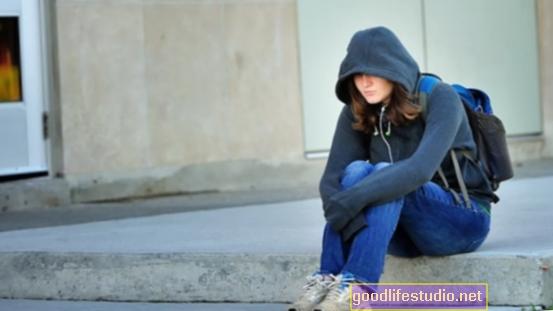 La soledad erosiona su salud mental: cómo puede superar esta emoción tóxica