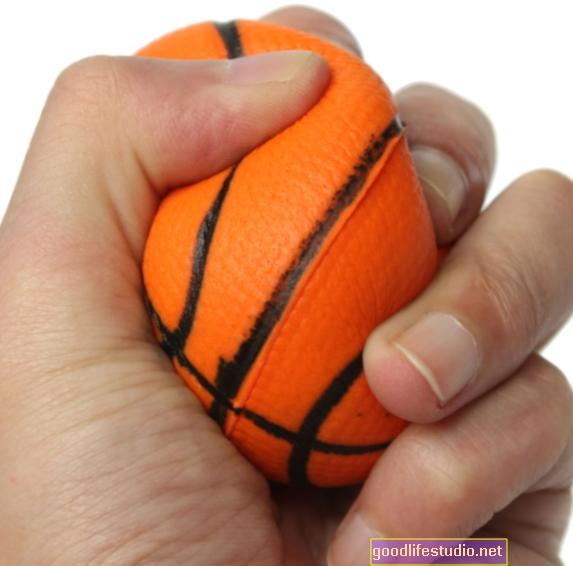 Apretar una pelota de goma puede impulsar el pensamiento creativo