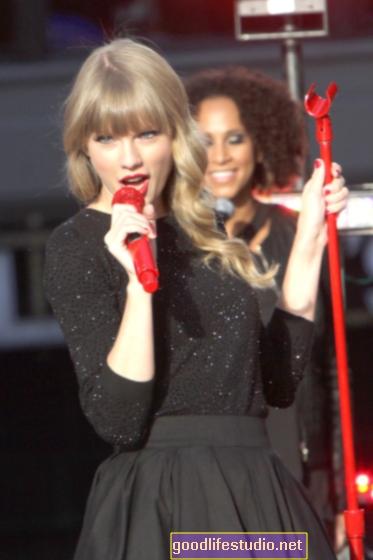 Taylor Swift se vuelve rojo