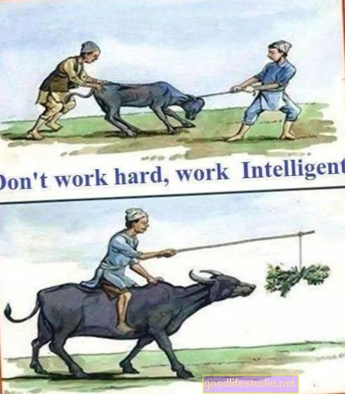 यह सोचकर कि यह कठिन काम है, किसी को आपके लिए नहीं करना चाहिए
